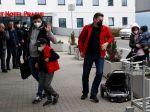 Vyhostení ruskí diplomati s rodinami odleteli do vlasti