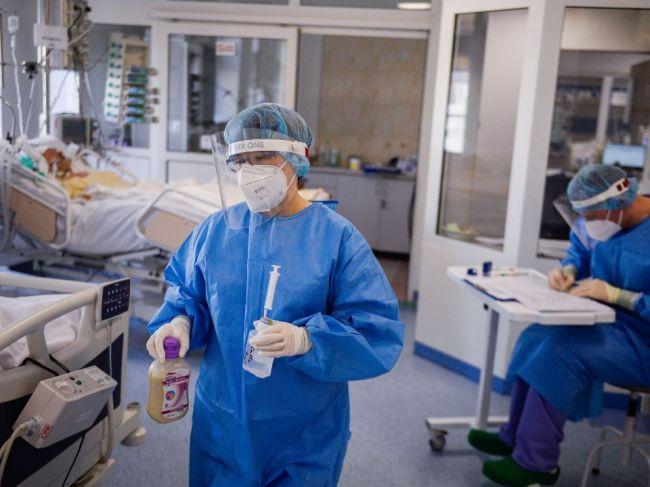 Pribudli stovky prípadov koronavírusu a desiatky obetí