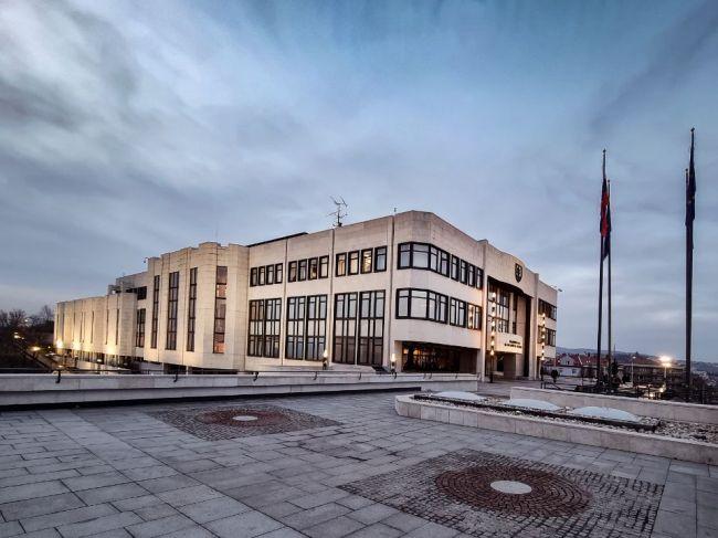Takmer polovica obyvateľov nie je spokojná s kvalitou demokracie na Slovensku