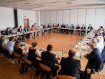 Úrad vlády SR: Rozhodnutia pandemickej komisie majú pre vládu iba odporúčací charakter