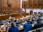V utorok sa má začať riadna schôdza parlamentu, poslancov čaká vetovaný zákon i petícia
