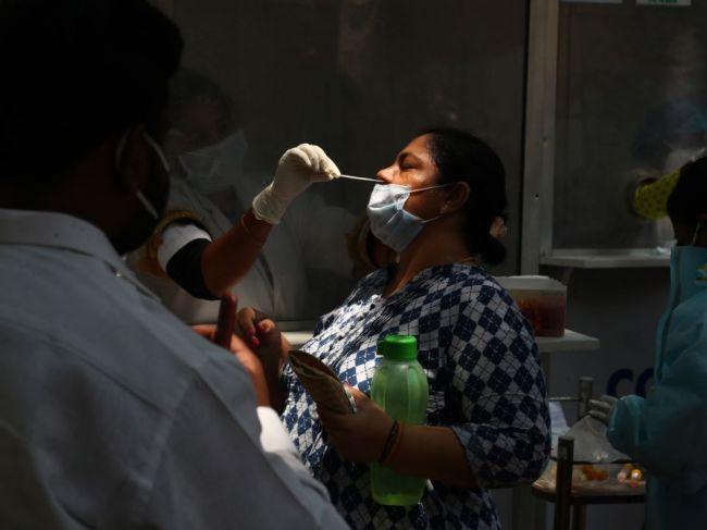 Počet prípadov nákazy koronavírusom v Indii presiahol 20 miliónov