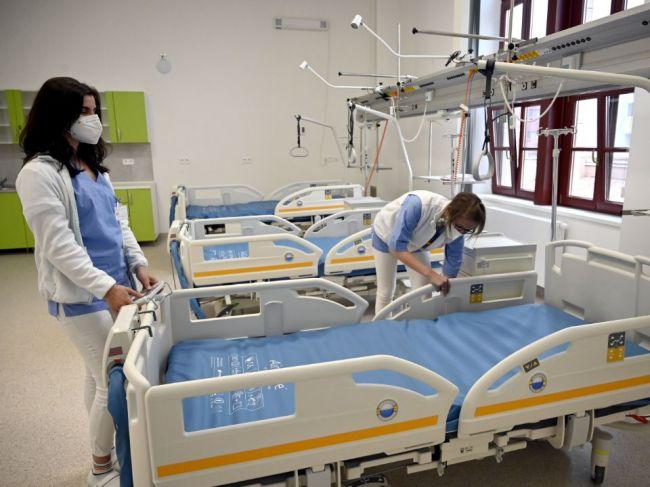 Lekári a sestry by podľa prieskumu mali dostávať výsluhový dôchodok