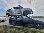 Polícia v Trnave zastavila Ford Focus, ktorý na streche viezol autovrak