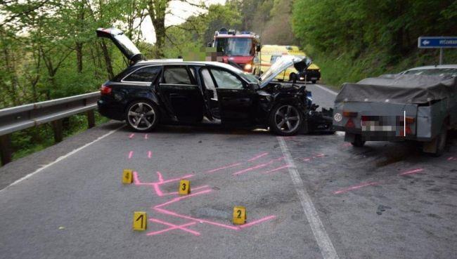 Hasiči zasahovali pri dopravnej nehode, čelnú zrážku dvoch vozidiel neprežila jedna osoba