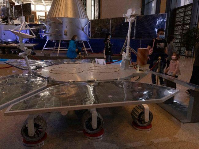 Na Marse prvýkrát pristála čínska bezposádková sonda