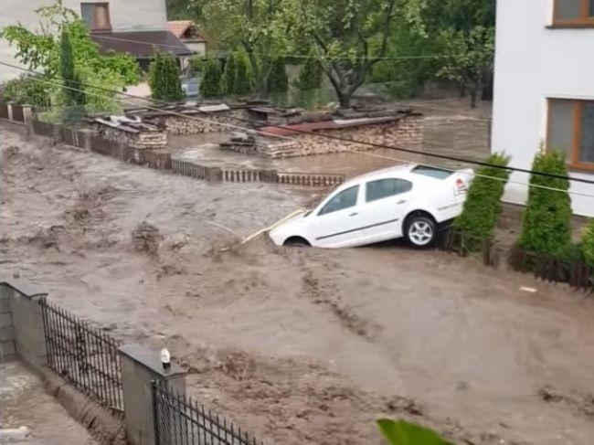Video: Hasiči zasahovali pri povodni, hlásia jednu obeť