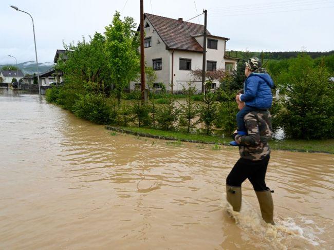 Výstrahy pred povodňami platia takmer pre celé územie Slovenska