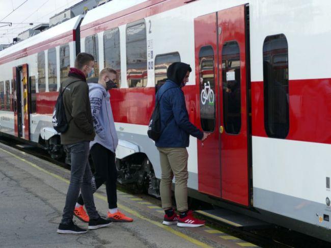 ZSSK navrhuje obmedzenie vlakov zadarmo