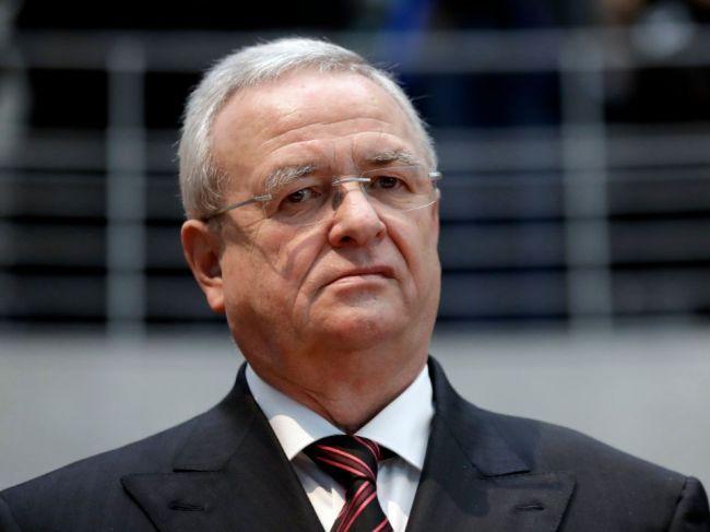 Bývalý šéf Volkswagenu a ďalší traja manažéri zaplatia za emisný škandál milióny