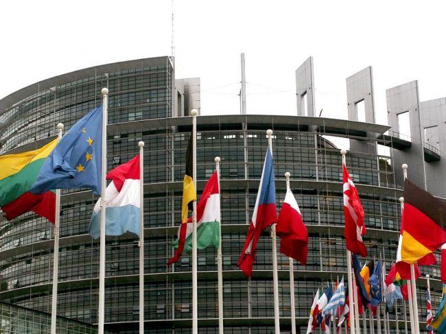 Eurokomisii hrozí žaloba, pred týmto vystríha Európsky parlament