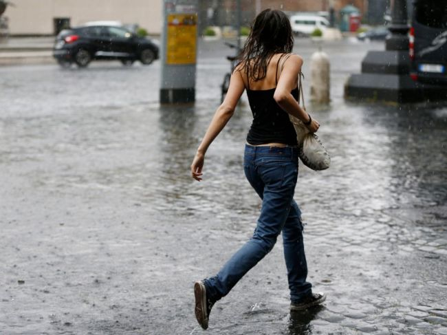 SHMÚ vydal výstrahu pred búrkami v troch okresoch