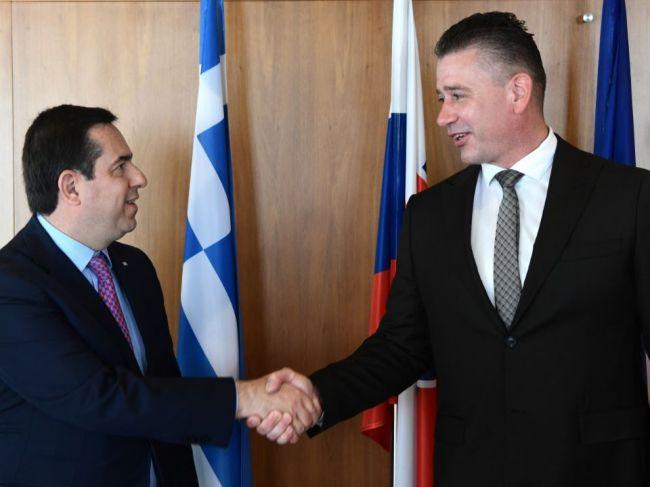 Mikulec rokoval s gréckym ministrom, témou bola migrácia