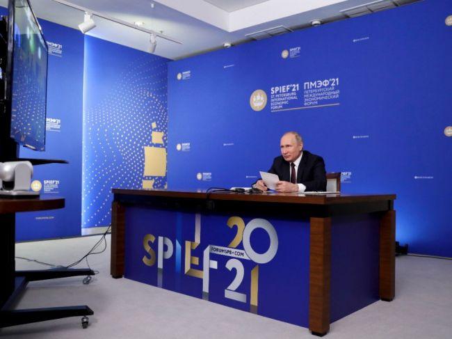 Na petrohradskom ekonomickom fóre vystúpili dve Putinove dcéry