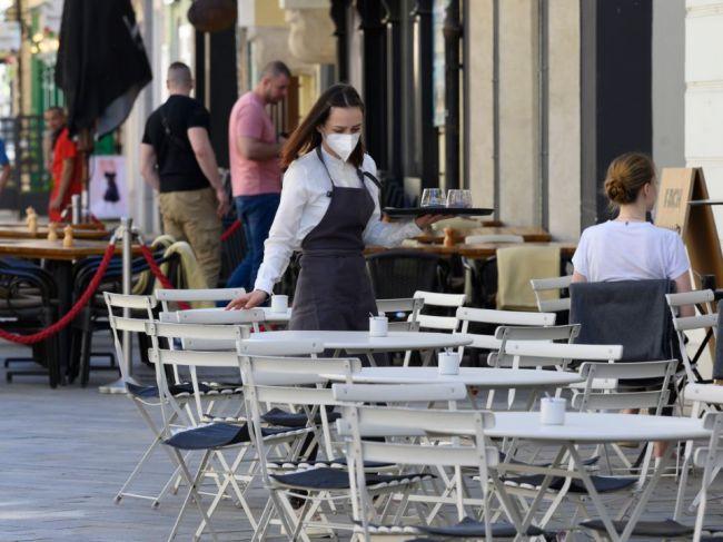 Koaliční poslanci chcú odstrániť nerovnosti pri zdaňovaní gastrolístkov