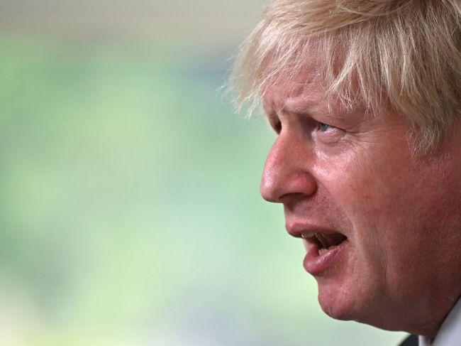 Johnson: Británia chce ďalšie vyšetrovanie pôvodu COVID-19