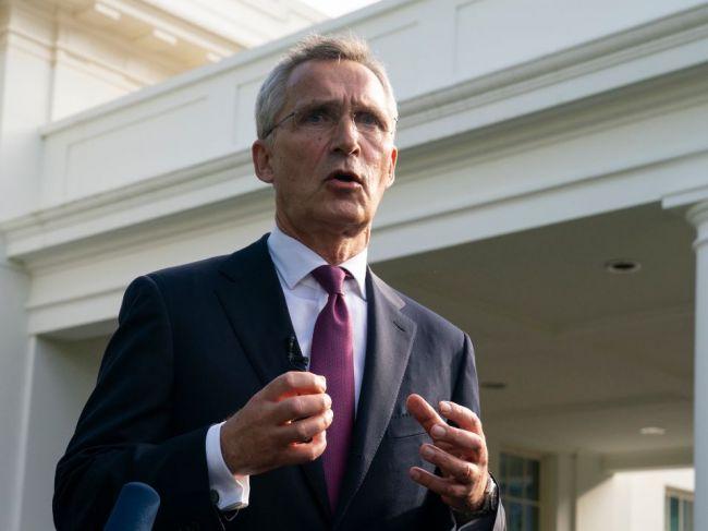 Stoltenberg: Členovia NATO potrebujú dôraznejšiu politiku voči Číne