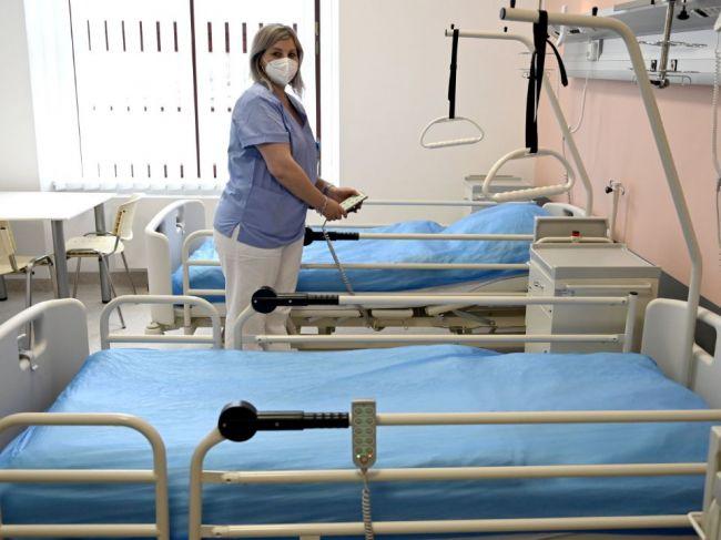 V nemocniciach pribudli nakazení pacienti, celkovo pribudlo 12 prípadov koronavírusu