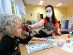 Predškoláci majú problém s rozpoznávaním emócií u ľudí s rúškami