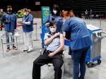 Po podaní druhej dávky vakcíny sa covidom v Česku nakazilo len veľmi málo ľudí