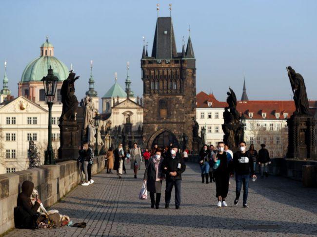 V Česku sa môže komunitne šíriť delta variant koronavírusu, varujú experti