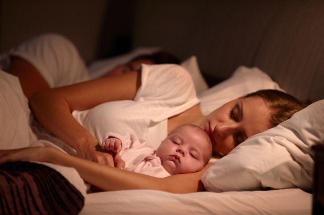 Ako vplýva spanie s deťmi v jednej posteli: Niektoré matky nové zistenia nepotešia