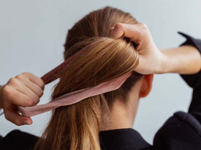 7 vecí, ktoré sa vám môžu stať, ak príliš často nosíte vlasy v cope