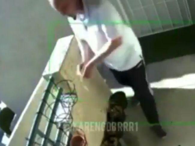 Video: Muž potrel slaninou dom a auto moslimskej rodiny, zadržala ho polícia