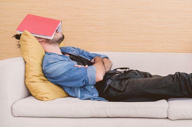 Ako si poobede pospať bez toho, aby ste sa cítili ešte viac unavení