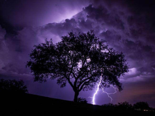 Foto: Súrodenci sa odfotili v momente, keď ich zasiahol blesk