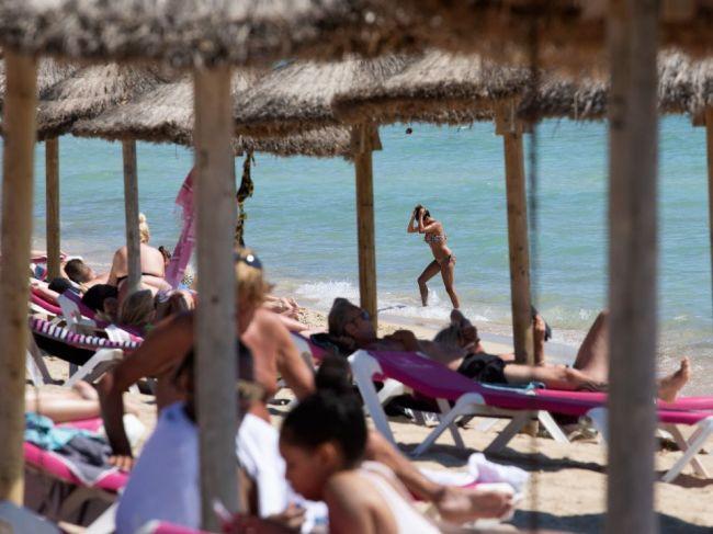 Počty nakazených na obľúbenom ostrove dovolenkárov stále rastú
