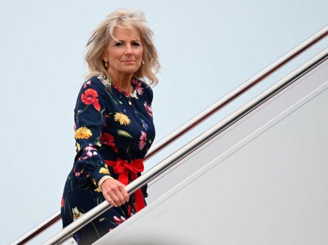 Prvá dáma USA odletela do Tokia, Biden na olympijských hrách nebude