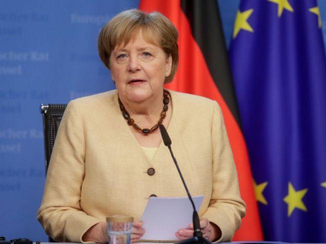 Merkelová telefonovala s Putinom, hovorili aj o plynovode Nord Stream 2