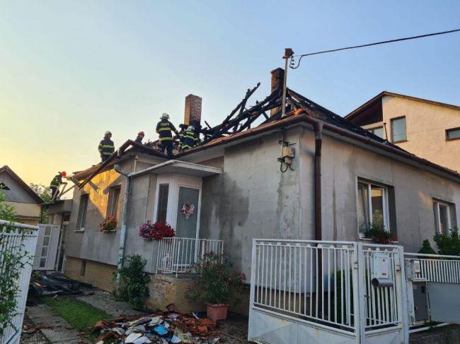 Hasiči zasahovali pri požiari rodinného domu