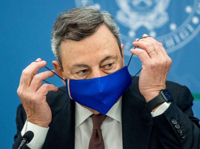 Talianska vláda schválila nové opatrenia. Dajte sa zaočkovať, vyzval premiér Draghi