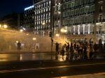 Grécka polícia sa dostala do potýčok s protestujúcimi proti povinnému očkovaniu