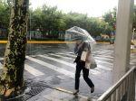 Tajfún In-Fa priniesol hustý lejak do Šanghaja, vyvrátil 30.000 stromov
