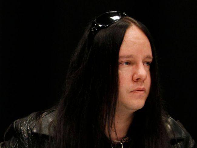 Zomrel spoluzakladateľ skupiny Slipknot, bubeník Joey Jordison
