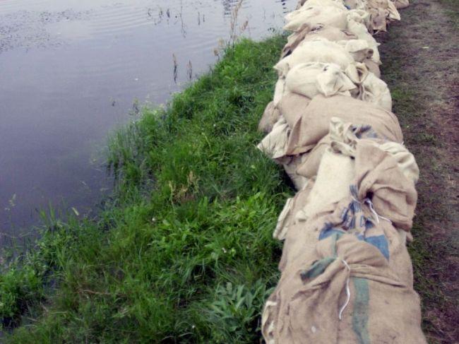 V okrese na západe Slovenska platí 2. stupeň výstrahy pred prívalovou povodňou