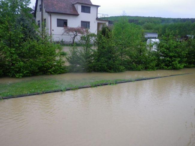 SHMÚ: V troch okresoch platí 2. stupeň výstrahy pred prívalovými povodňami