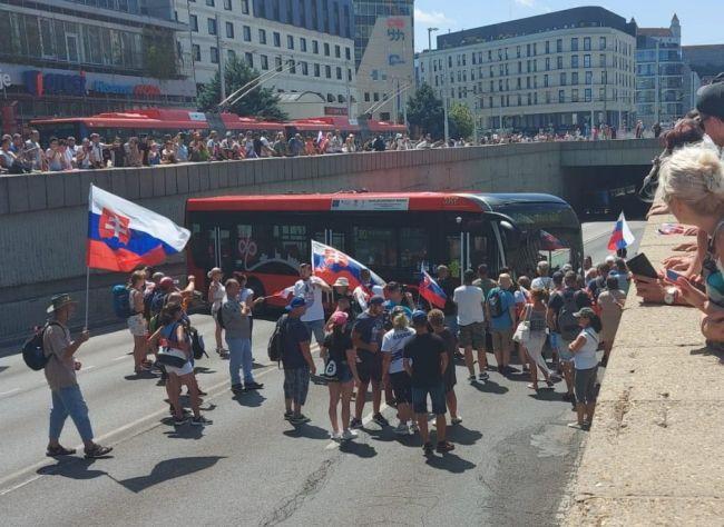Náklady spojené so štvrtkovým protestom ráta DPB v tisícoch eur
