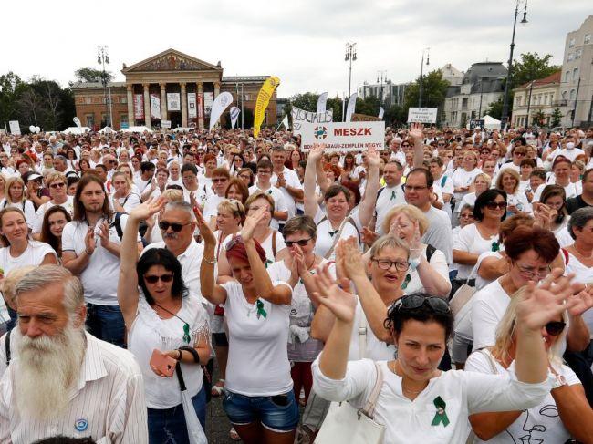 V Budapešti protestovali tisíce zdravotníkov
