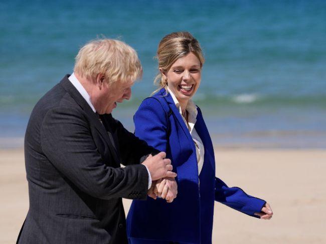 Manželka britského premiéra oznámila, že je tehotná
