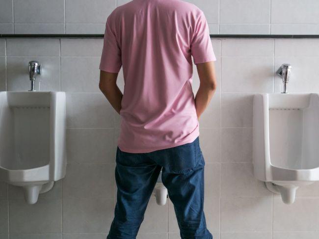 3 chyby pri močení, ktoré môžu u mužov viesť k vážnym ťažkostiam