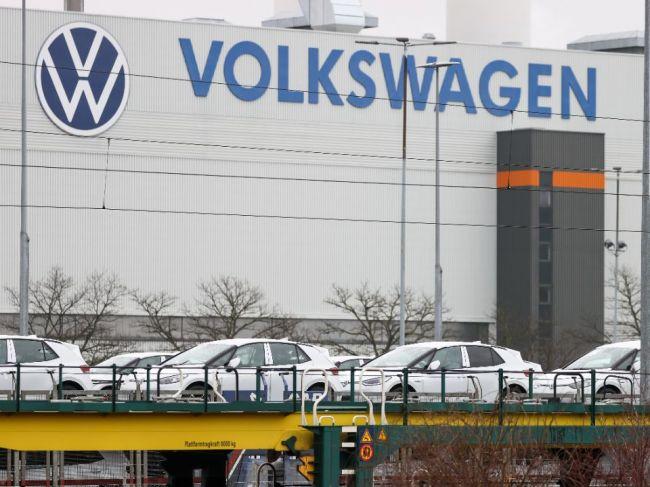 Šéf Volkswagenu Herbert Diess sa obáva, že nedostatok čipov tak skoro nezmizne