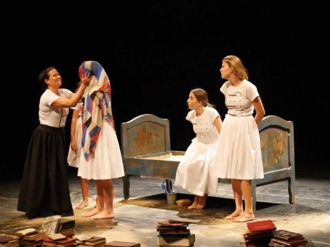 Divadelný festival Dotyky a spojenia je prvýkrát výberom z dvoch sezón