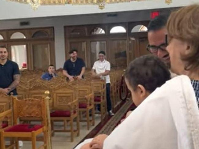 Video: Mini exorcizmus počas krstu. Dieťa pobavilo celý kostol