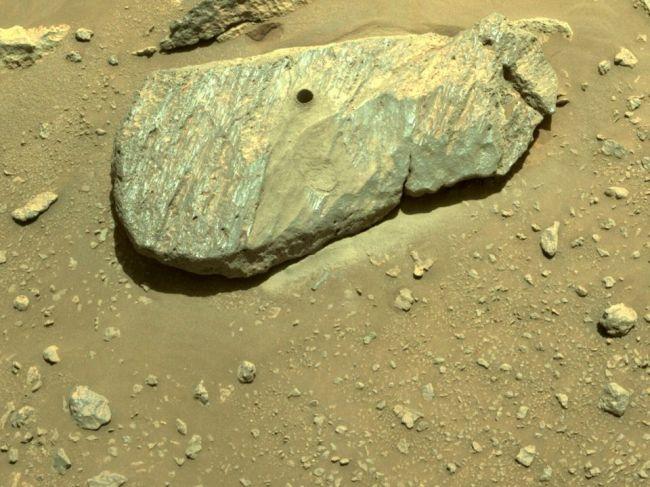 Roveru Perseverance sa podarilo získať z Marsu aj druhú vzorku hornín