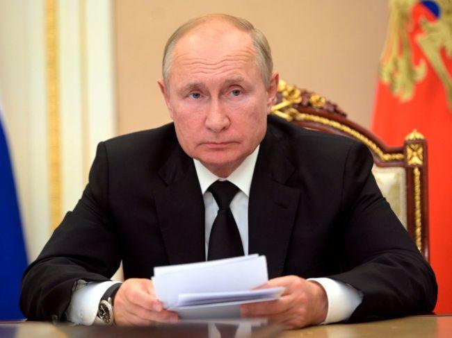 Vladimir Putin ide do karantény