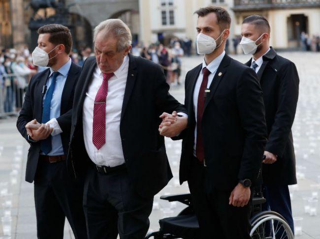 Dvaja českí prezidenti sú v nemocnici
